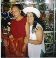 con su madre en Monsefú Perú